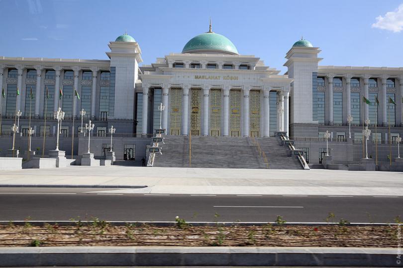 В Туркмении зарубежные телеканалы стали «вредными»