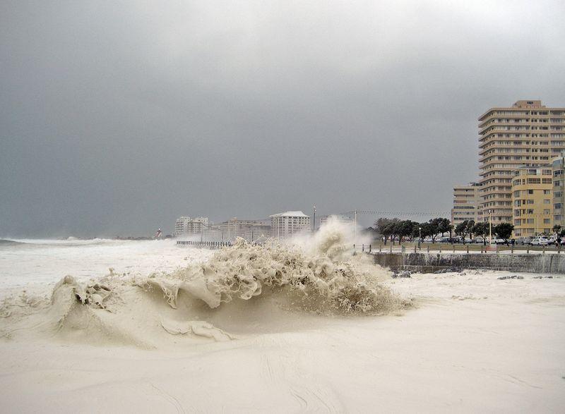 День, когда море превратилось в пену (10 фото)