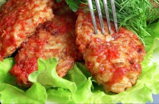 Луковые котлеты: вкуснейшее блюдо практически из ничего. Да еще и готовится быстро!