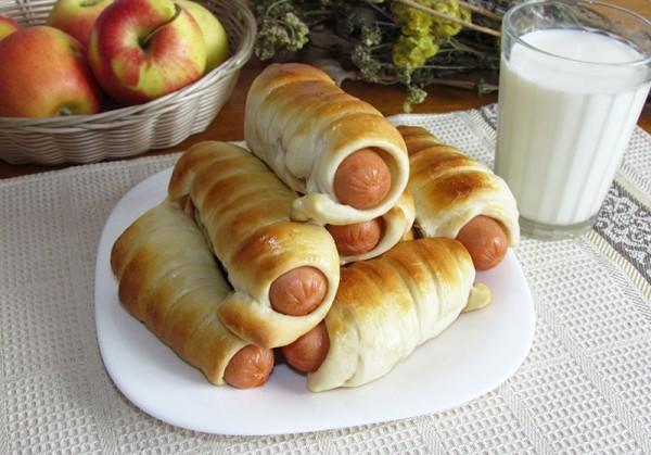 «Пришлось силой забрать еду». Мать из Обнинска возмущена сосисками в школе в Великий пост