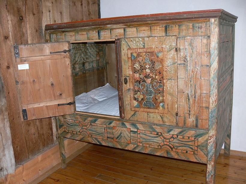 Почему средневековые европейцы спали в ящиках