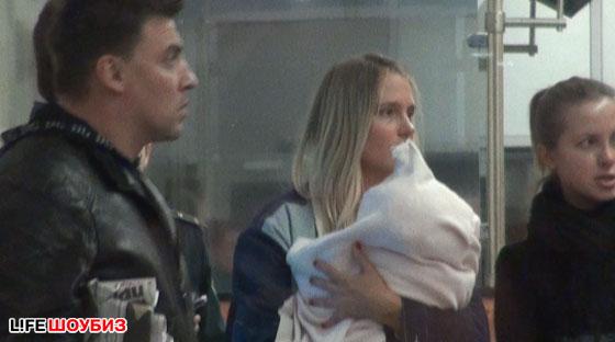 Через несколько месяцев после рождения малышки Наталья вернулась на родину