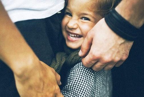 Простой способ научить ребенка не перебивать. И никаких грубых фраз и лишних слез!