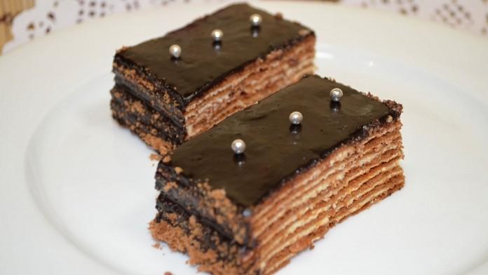 Торт «Спартак», очень вкусный тортик. И смотрится нарядно в разрезе