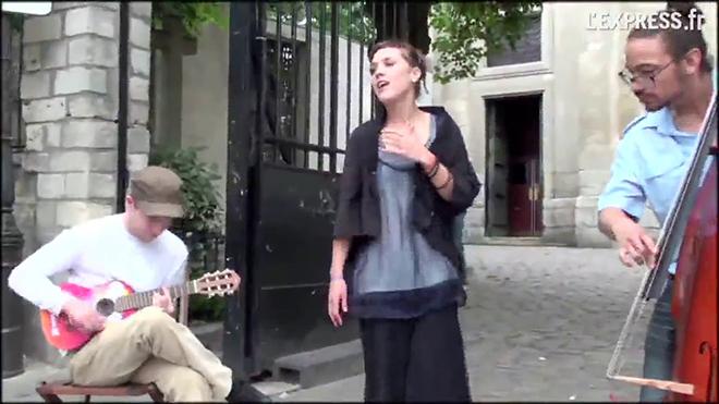 Боже как она поёт! А ее обку…