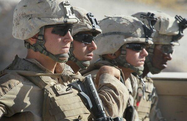 Почему солдаты США всегда носят темные очки