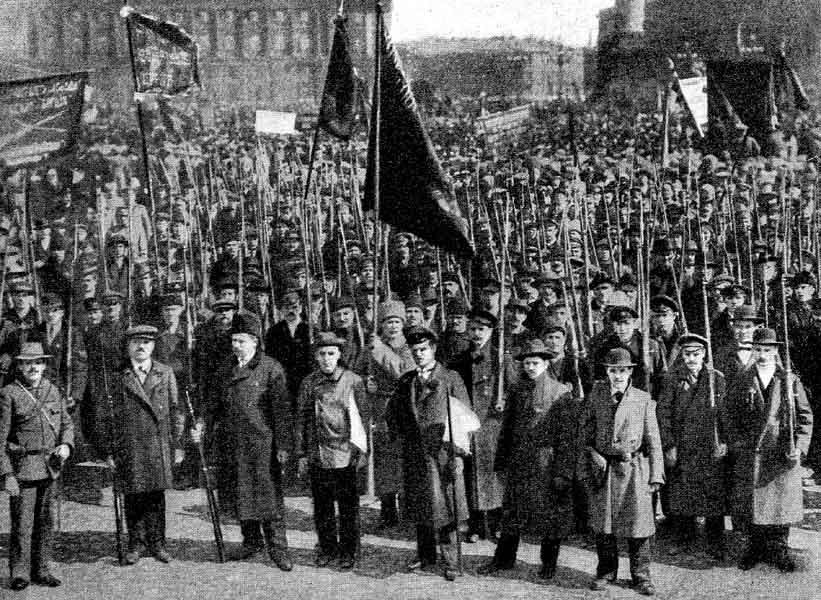 Петроградская красная гвардия на демонстрации. 1 мая 1917