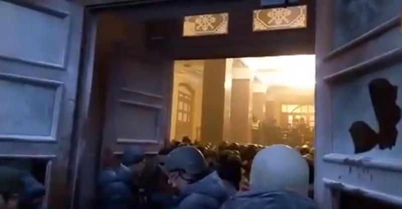 Портнов напоминает судьям: За штурм Октябрьского дворца не полагается никакого наказания