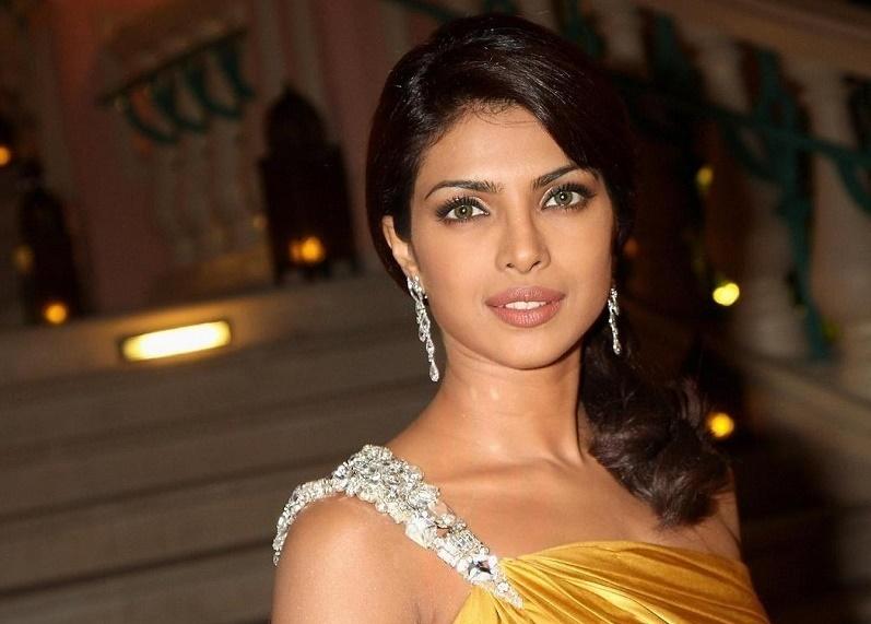 Как выглядеть моложе своих лет? Рецепты индийской королевы красоты