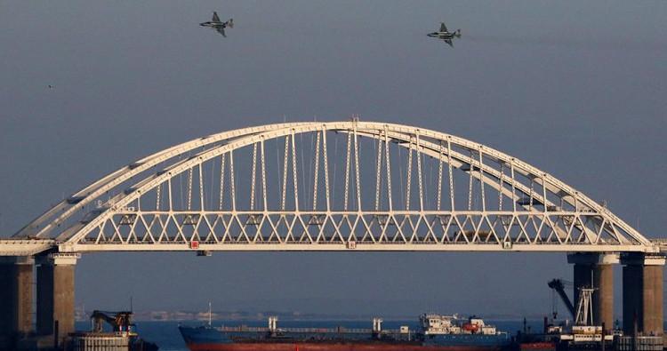 Киев засекретил документ о плане следования украинских кораблей через Керченский пролив
