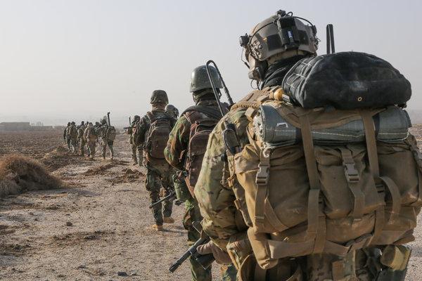 «Забыли уйти из Сирии»: США создают новую базу в нефтяных районах Дейр-эз-Зора
