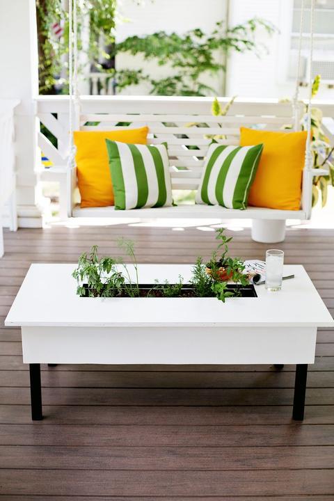 Необычный садовый столик: отличная идея для оригинального декора