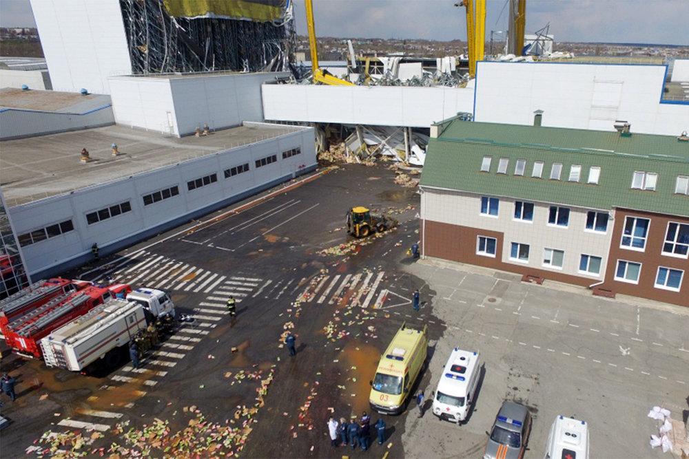 При обрушении склада с соком под Липецком пострадали рабочие