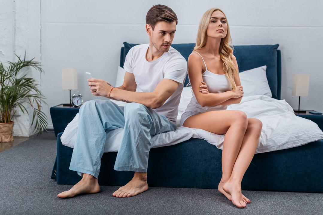 Понимаю умом, что всё логично: муж сам покупает квартиру и оформляет её на мать, но на душе неспокойно, как же я?