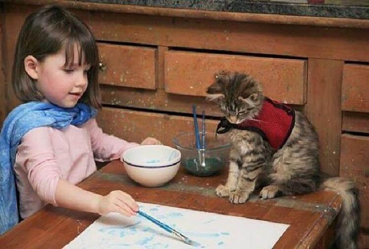 7-летняя девочка-аутист рисует волшебные картины, которые поражают всех