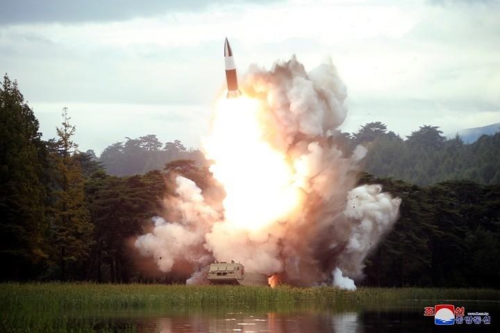 Yonhap: КНДР в субботу запустила две баллистические ракеты