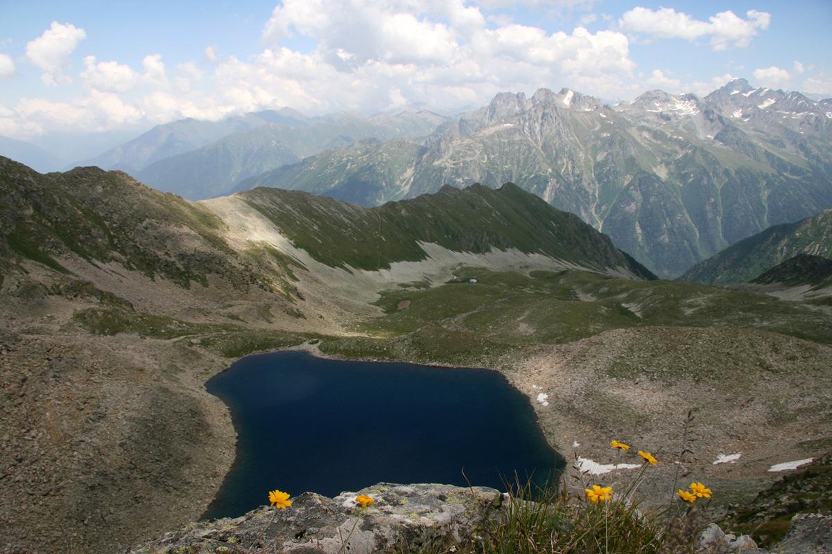 5. Чернильное озеро. 9 уникальных озер