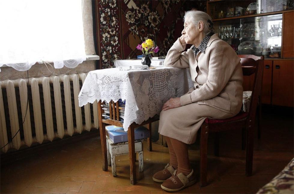 Мальчик в стихах пожаловался правительству на пенсию: «Бабушка не жадная, она все отдаст»