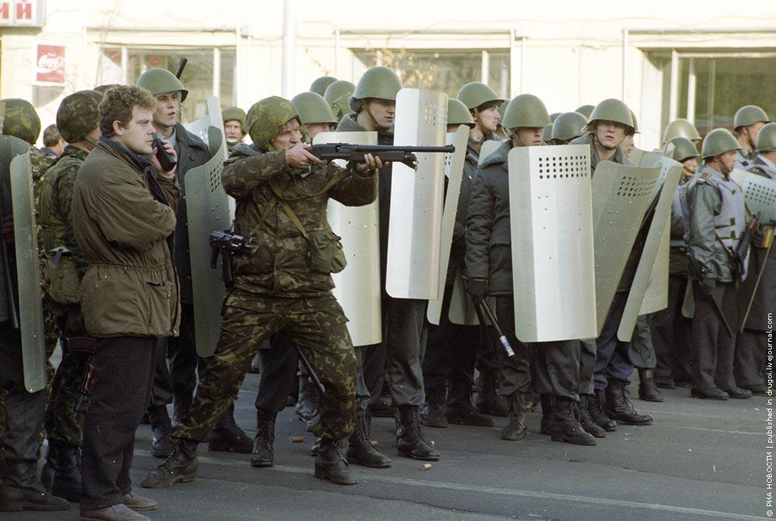 На следующий день, 4 октября, борис ельцин принял решение обстрелять здание белого дома из