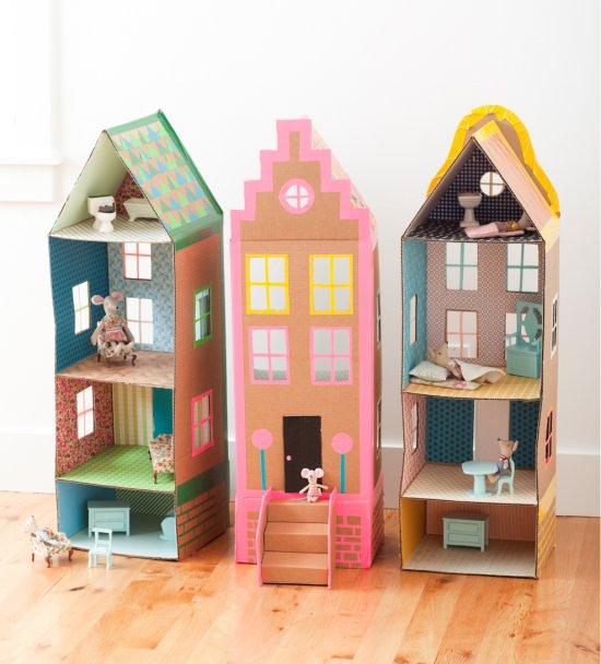 Идея оформления кукольного домика из картона