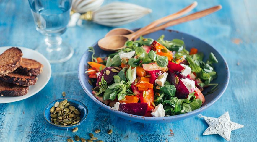 Салат из запеченных овощей с брынзой