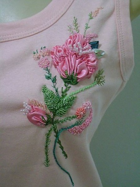 Украшаем маечки чудесной вышивкой лентами