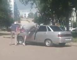 Лихач избил пенсионера из-за замечания не гонять по дворовой территории
