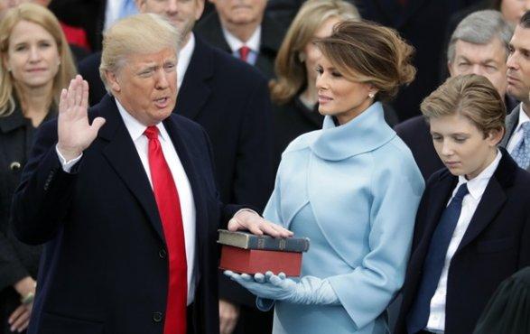 Трамп планировал на присяге заменить Библию своей книгой о бизнесе