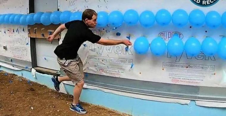 Американец лопнул 200 шариков и попал в книгу рекордов Гиннеса