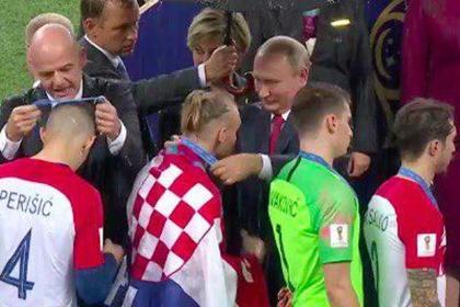 Путин наградил кричавшего «С…