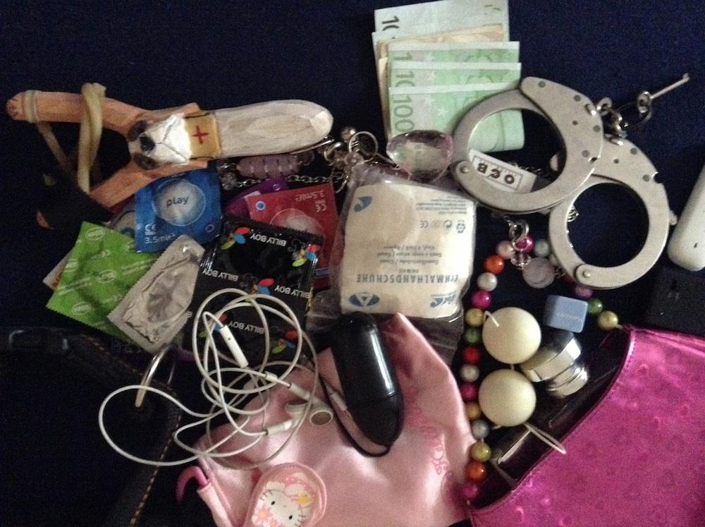 Что в сумке у вашей жены?