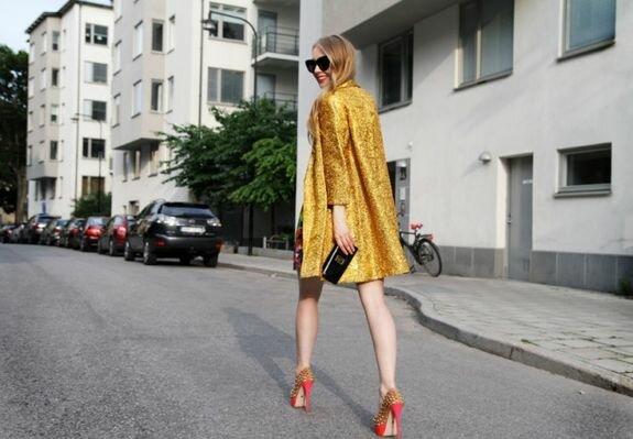 Carolina Engman, Швеция, золотистое пальто из винтажного магазина в Сан-Франциско, фото Mattias Swenson, www.fashionsquad.com