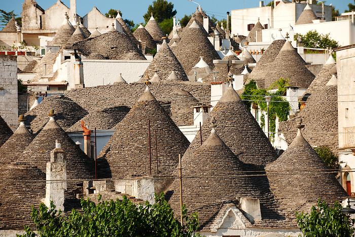 Самые необычные дома в мире находятся в городе Альберобелло (Италия).
