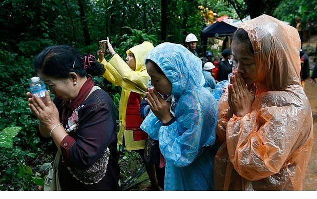 Чудо в Таиланде! Пропавших в пещере 12 детей и их тренера нашли живыми!