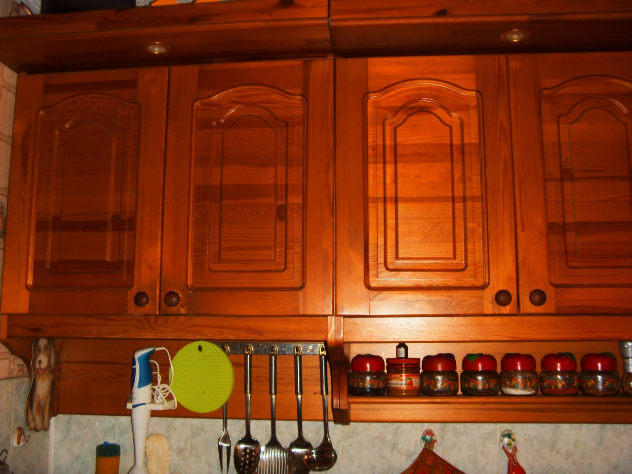 Как обновить старую кухонную мебель своими руками (38) 38