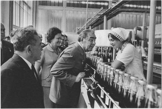 Как Леонид Брежнев позволил пепси-коле завоевать СССР(6 фото)