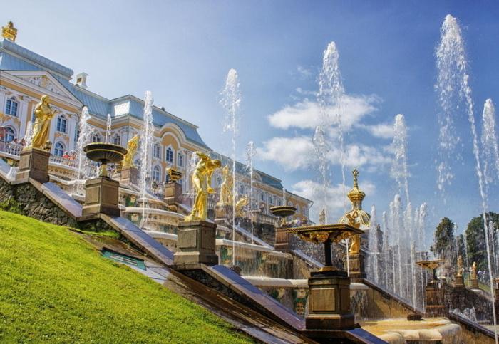 Европейский город России, с прекрасной архитектурой и со множеством современных художественных галерей.