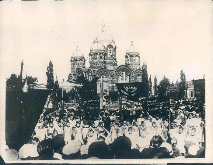 Агитируют за новую Конституцию, 1936 год.