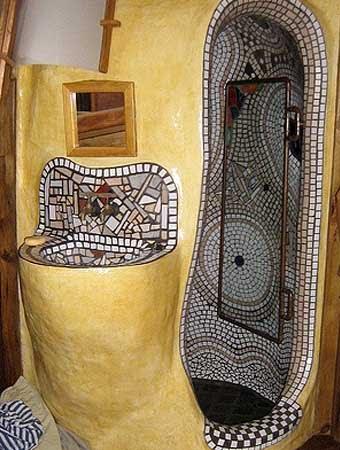 необычная ванная комната с мозаикой