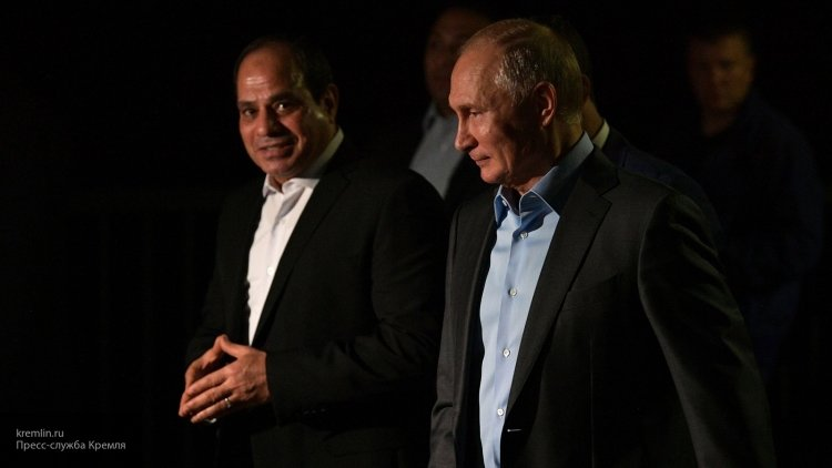 Путин и ас-Сиси пообщались с россиянами на набережной в Сочи