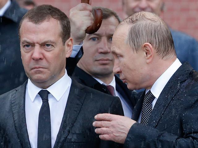 """Медведев не ездит в регионы из-за фильма """"Он вам не Димон"""", узнали """"Ведомости"""""""
