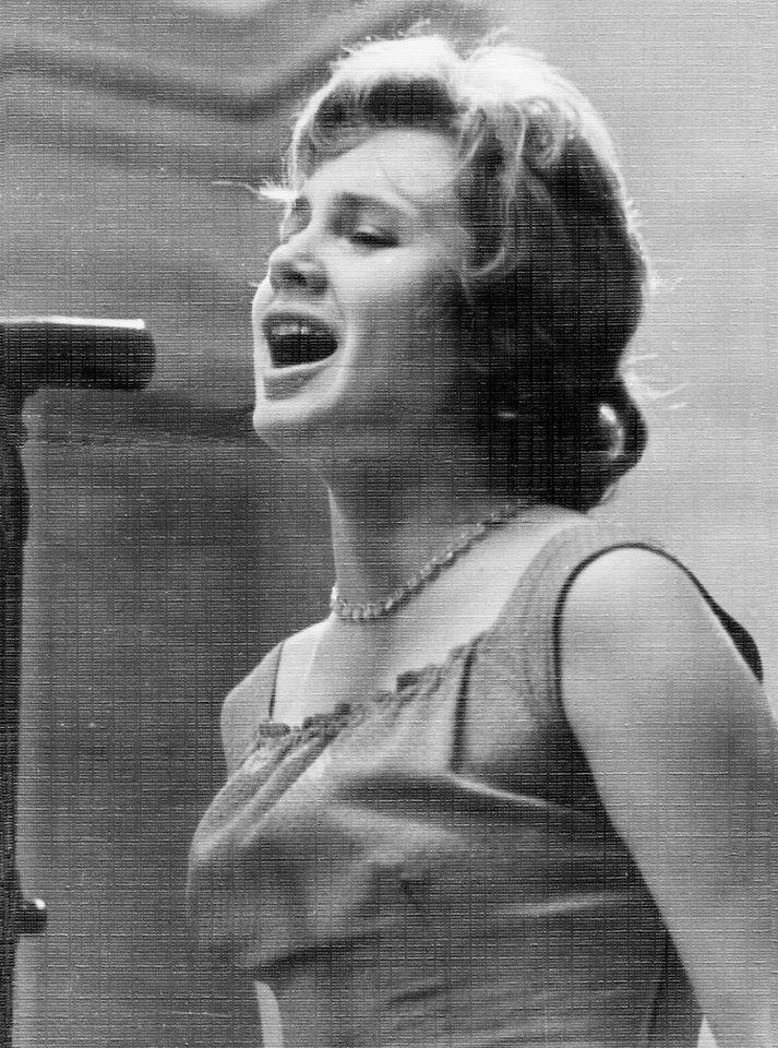 Лидия Клемент. Биография и личная жизнь певицы. Фото