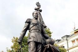 Поставим памятник императору!