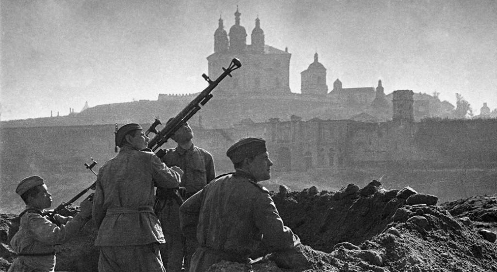 10 человек и 1 собака: 11 невероятных подвигов героев Великой Отечественной войны