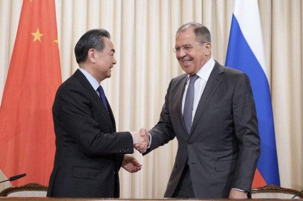 «Мы работаем со всеми»: эксперт о намерении Китая заменить в России товары из США