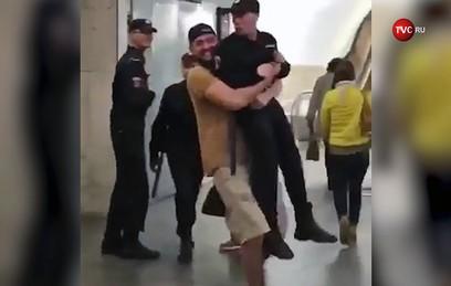 Суд не стал арестовывать мужчину, протащившего росгравдейца по метро