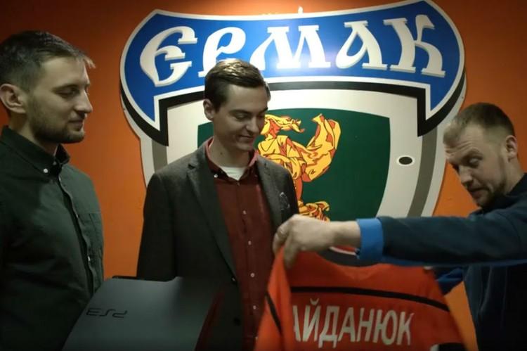 Обменял хоккейную форму на участок под Иркутском. Кадр: видео PLATYPUS / YouTube.