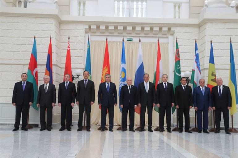 М.Захарова: Украина прислала в Сочи своего самого конструктивного представителя - знамя