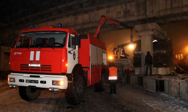 Неизвестные подорвали железнодорожный мост в Донецке
