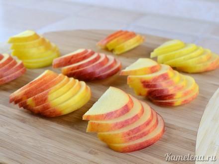 Слойки с яблоками «Розочки» — 1 шаг